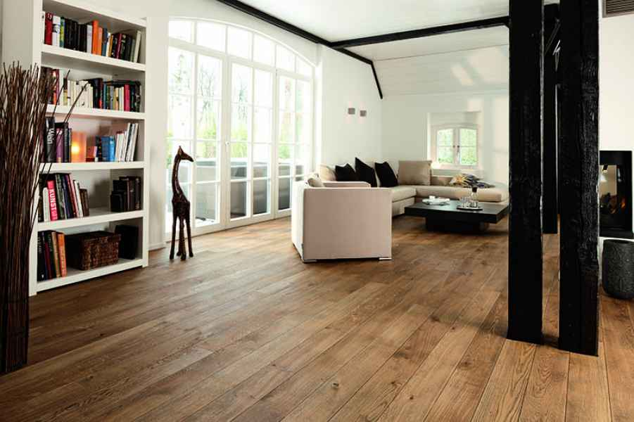 Oak Alamo Plank Room
